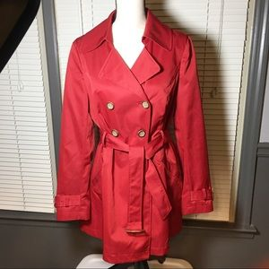 Ladies XL red trench coat with tortoise accents